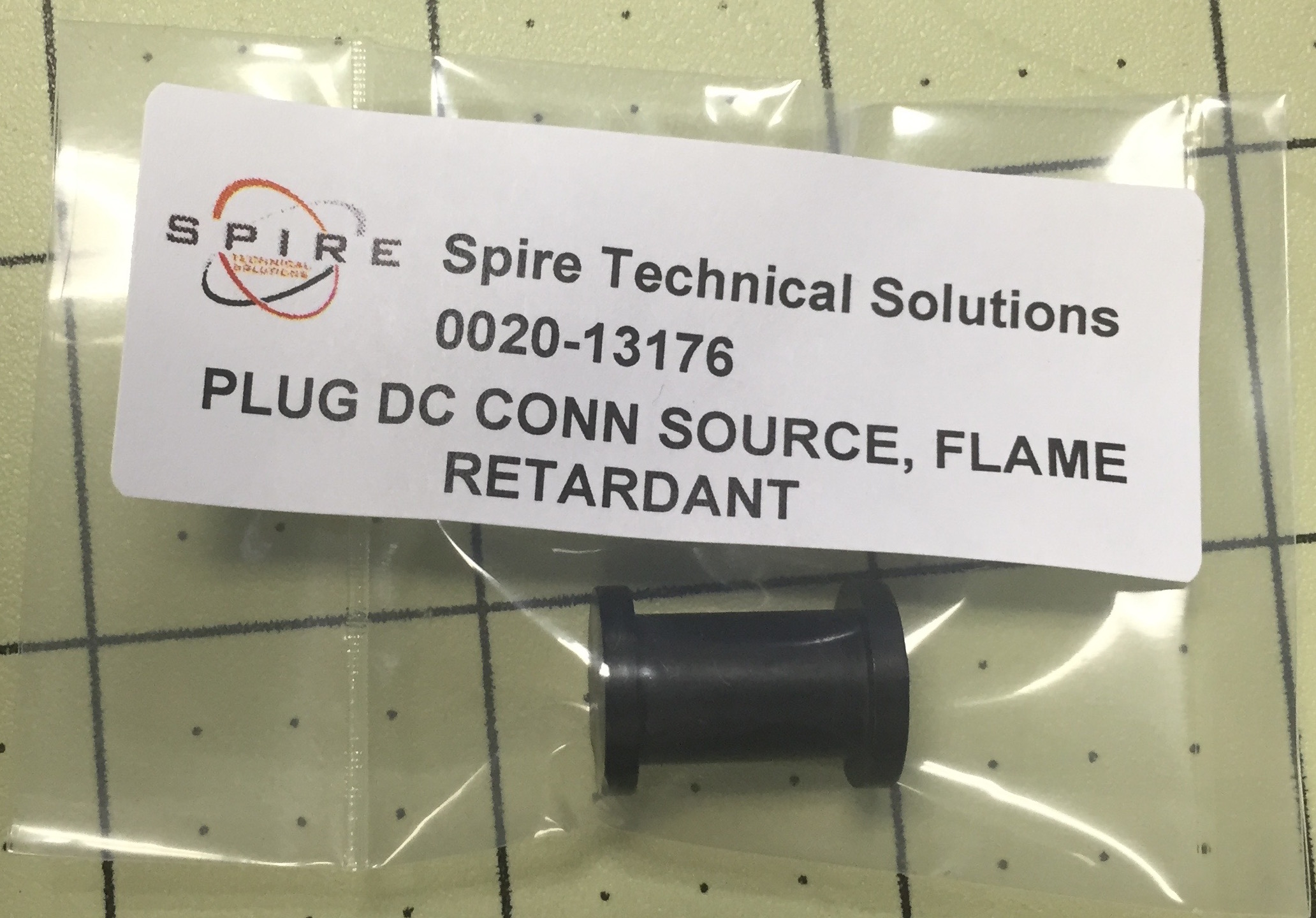 PLUG DC CONN SOURCE, FLAME RETARDANT
